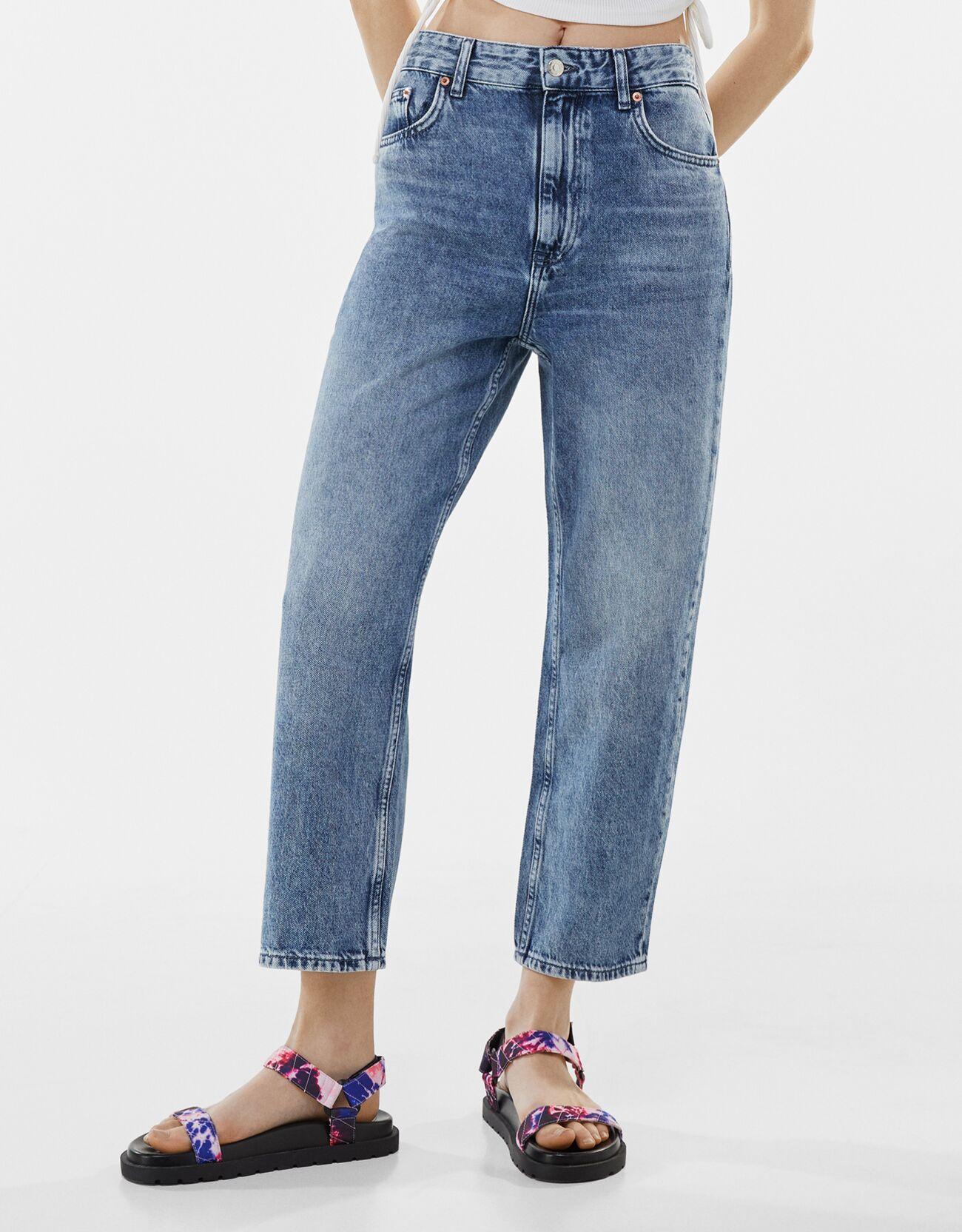 Artikel klicken und genauer betrachten! - Cropped-Jeans Im Straight-Fit Color: Ausgewaschenes Blau Size: 38 Material: Baumwolle Farbe:Ausgewaschenes Blau Größe: 38   im Online Shop kaufen