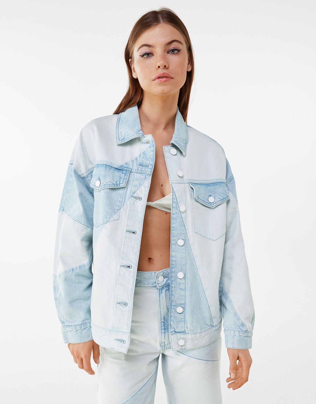 Голубой Комбинированная двухцветная джинсовая куртка оверсайз Bershka
