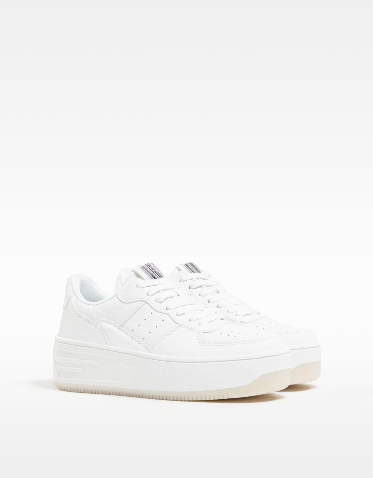 bershka -  Plateau-Sneaker Mit Broguing-Details. Damen 37 Weiss
