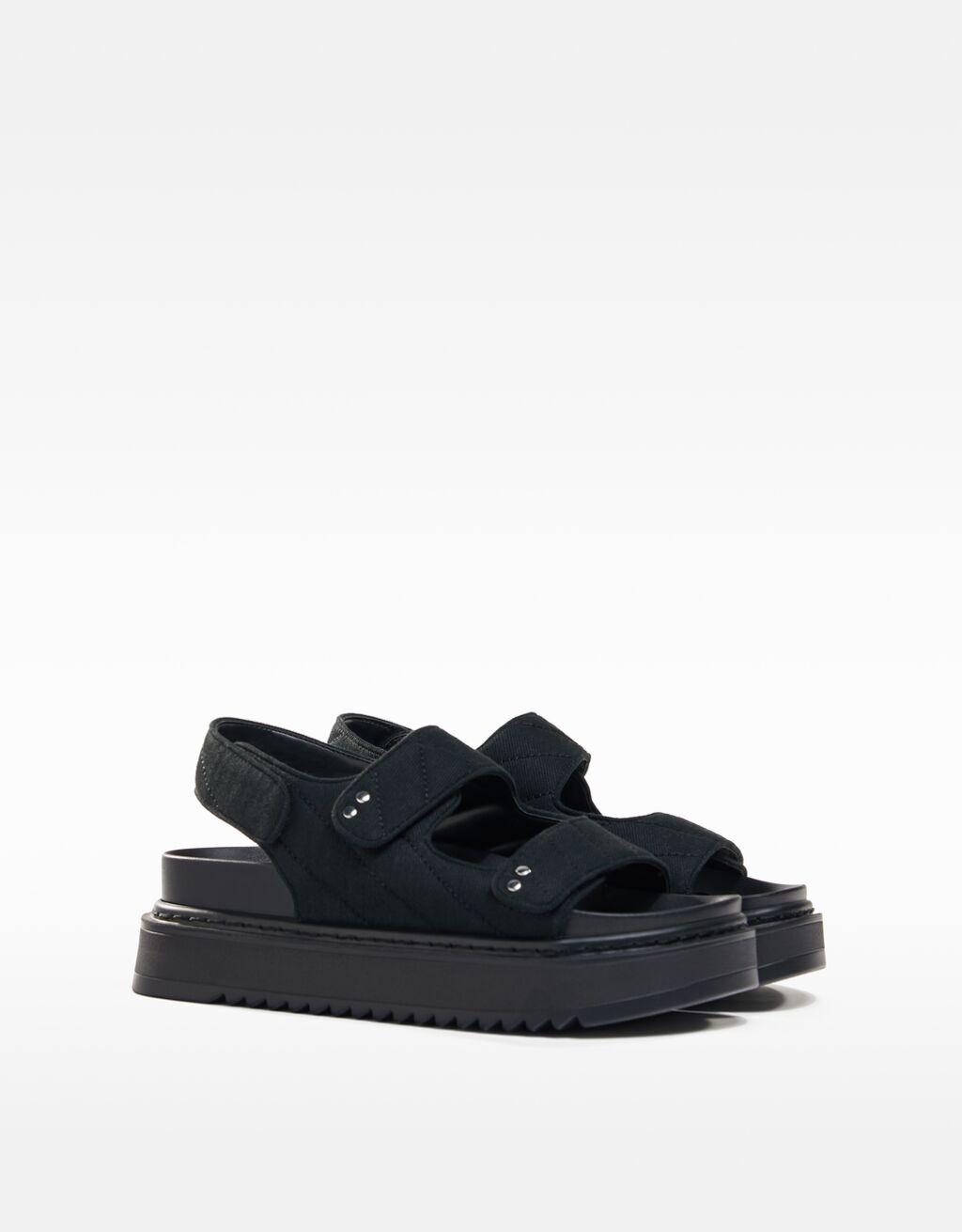Sandália com plataforma e pespontos-Preto-0